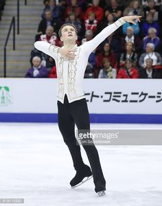 ニュース写真 : Misha Ge of Uzbekistan competes in the Men's...
