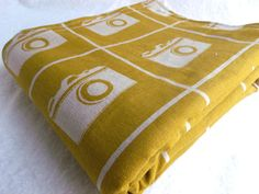 Vintage camera blanket from Etsy Capture Photo, Vintage Cameras, Taking Pictures, Soft Furnishings, Things To Buy, Baby Baby, Photo Booth, Nest, Geek Stuff