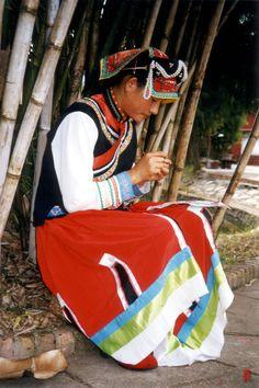 Tibet attire | Cultural Inspiration: Tibet, Traditional Tibetan Clothing