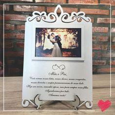 Ideia linda para presentear os pais dos noivos no casamento <3 Para mais informações, chame nossa equipe no whatsapp (51) 99534-1104. www.amuconvites.com.br