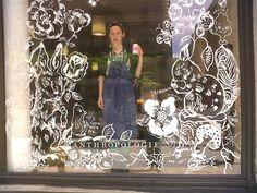 Nathalie Lété and her shop window painting Display Design, Store Design, Unique Window Treatments, Vitrine Design, Decoration Vitrine, Store Window Displays, Display Windows, Retail Displays, Shop Displays