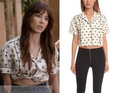 Spencer Hastings (Troian Bellisario) wears this cream printed silk shirt with contrast piping in this week's episode of Pretty Little Liars. It is the Rag [. Teen Wolf Outfits, Pll Outfits, Tv Show Outfits, Pretty Little Liars Outfits, Pretty Little Liars Seasons, Spencer Hastings Outfits, Spencer Pll, Fashion Tv, Fashion Outfits