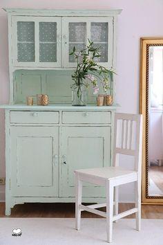 http://de.dawanda.com/product/84346071-original-vintage-stuhl-weiss