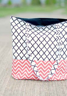 Tutorial For An Easy Tote Bag | 15 Quick and Easy Sewing Patterns You Can Sew This Weekend!