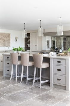 A cook's kitchen through and through, this modern country farmhouse kitchen was designed for relaxed entertaining on a large-scale for friends staying for the weekend, but also for everyday kitchen suppers with the family. Modern Kitchen Interiors, Home Decor Kitchen, New Kitchen, Kitchen Ideas, Kitchen Inspiration, Kitchen Lamps, Kitchen Modern, Room Kitchen, Grey Shaker Kitchen