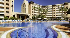 H10 Salauris Palace Salou H10 Salauris Palace has a lagoon-style outdoor pool with a waterfall and hot tub, a heated indoor pool and a gym with Turkish bath and sauna. All rooms have a private balcony.  Each air-conditioned room at the Salauris Palace is bright and spacious.