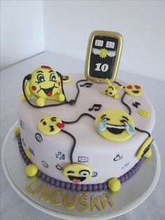 Smile emoticon cake