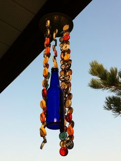 Bottle cap wind chime, like the colored bottle in the mix Beer Cap Art, Beer Caps, Make Beer At Home, How To Make Beer, Bottle Cap Art, Bottle Cap Crafts, Beer Cap Table, Beer Cap Crafts, Diy Wind Chimes