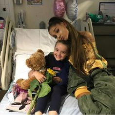 ARIANA GRANDE  Visita as crianças no hospital, que sofreram o atentado em Manchester.