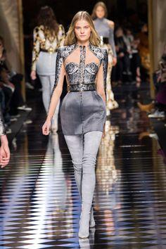 Balmain at Paris Fashion Week Fall 2016 - Runway Photos Runway Fashion, Fashion Models, High Fashion, Fashion Show, Fashion Design, Paris Fashion, Stage Outfits, Mode Outfits, Mädchen In Bikinis
