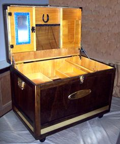 Tack Trunk Interior with Medicine Cabinet, Wrap holder and cargo net