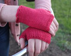 Dainty Fingerless Gloves: A Knitting Pattern