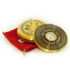 Brújula Feng Shui. El Luo Pan utiliza el sistema de aguja móvil y un plato ...