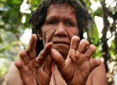 Perasaan cinta, kesetiaan, dan rasa persaudaraan yang mendalam dan sedemikian kuatnya tampak pada Suku Dani di Papua dengan tradisi potong jari.