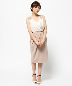 GRACE CONTINENTAL(グレースコンチネンタル)の肩モチーフビジューワンピース(ドレス)|キナリ