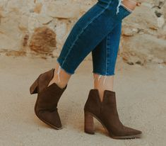 LAST CHANCE: Nordstrom Anniversary Sale items that won't go on sale for another year! - Mint Arrow #mintarrow #nordstrom #nordstromanniversarysale #fall #falloutfit #fallbooties #style #ootd #nsale Cute Running Shoes, Cute Shoes, Nordstrom Shoes, Fall Booties, Cream Shoes, Plain Tees, Nordstrom Anniversary Sale, Cute Woman, Shoe Sale