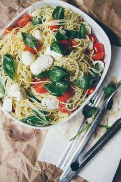 Spaghetti with Tomatoes, Fresh Mozzarella & Garlic Oil