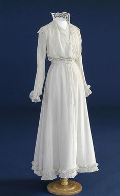 Wedding dress of white silk and lace collar and epaulettes.  Place: England  Object Type: wedding dress  Period: George V  Actual Date: 1919  Century: 20th century  Materials: Silk, Lace