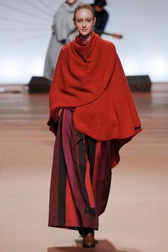 Issey Miyake Fall 2014 Ready-to-Wear Collection - Vogue Fashion Week Paris, Runway Fashion, High Fashion, Fashion Show, Issey Miyake, Japanese Fashion Designers, Cool Style, My Style, Beautiful Outfits