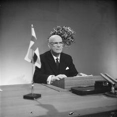 Toiselle kaudelleen valittu tasavallan presidentti Urho Kekkonen pitää radio- ja tv-puhetta. Helsinki 15.2.1962.  SUOMEN VALOKUVATAITEEN MUSEO