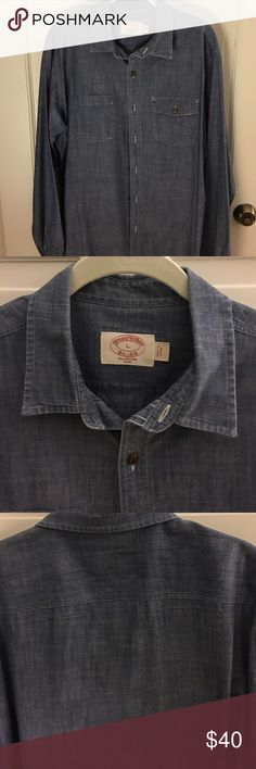 Brooks Brothers chambray shirt Men's Brooks Brothers chambray casual shirt in impeccable condition worn minimal times. Super soft and great detailing lend character to this casual shirt. Tailored for a great fit Brooks Brothers Shirts Casual Button Down Shirts