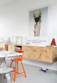 mooi handgreep gat Dressoir van hout voor keuken met een rail voor theedoekhaken