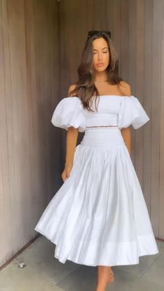 Simple White Dress, Cute White Dress, White Flowy Dress, White Dress Summer, Summer Fashion Outfits, Boho Outfits, White Party Attire, Lace Dress Styles, Bodycon Dress With Sleeves