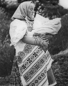 Kmotra z Važca, Liptov, Slovakia Folk Costume, Costumes, Antique Paint, Czech Republic, Baby Wearing, Vintage Photos, Celtic, Photo And Video, Blanket