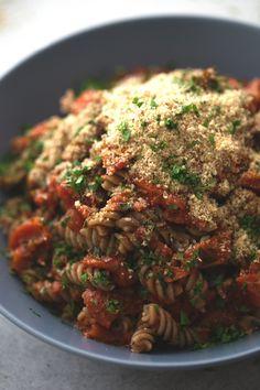 Pasta arrabiata - La pasta arrabiata es una receta muy sencilla que está riquísima. Es un plato muy picante, típico de la cocina italiana y es una de mis pastas preferidas.