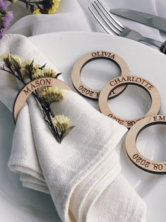 Laser Art, Laser Cut Wood, Laser Cutting, Wedding Favors For Guests, Wedding Place Cards, Card Wedding, Wedding Table Place Settings, Wooden Napkin Rings, Wedding Napkin Rings
