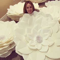 We will customize flowers for any occasions. Table arrangement, loose flowers for photo backdrop, full flower wall. Paper Art Design, Table Arrangements, Flower Wall, Paper Flowers, Backdrops, Birthdays, Wall Art, Gifts, Desk Arrangements