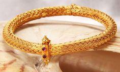Gold Kangan or kada or bangle Bracelets Design, Gold Bangles Design, Gold Jewellery Design, Gold Jewelry, Gold Necklaces, Bridal Jewelry, Gold Gold, 18k Gold, Gold Kangan
