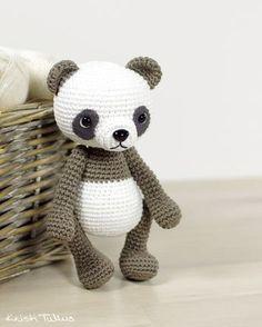Kijk wat ik gevonden heb op Freubelweb.nl: een gratis haakpatroon van Kristi Tullus om een pandabeer te maken https://www.freubelweb.nl/freubel-zelf/gratis-haakpatroon-panda-4/