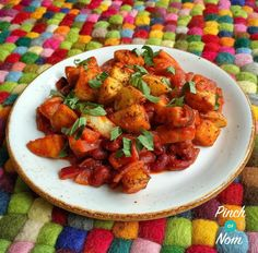 Syn Free Patatas Bravas - Spiced potatoes in a tomato sauce, with a few little extras. Syn free on Slimming World Extra Easy, and very tasty indeed. Can be served on its own or as a side dish. Slimming World Dinners, Slimming World Recipes Syn Free, Slimming Eats, Tapas Recipes, Vegetarian Recipes, Cooking Recipes, Healthy Recipes, Healthy Meals, Vegetarian Tapas