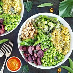 I just love Buddha bowls, because I can pack them full with all my favourite veggies  Today's lunch bowls had edamame, purple sweet potatoes, cucumber, chickpeas, roasted asparagus and zucchini, lemony turmeric rice and sugar peas, plus a delicious sun-dried tomato pesto as a dressing  What do you put in your Buddha bowls?  P.S. I'm so happy to see how many of you have already entered my @sarifoodscompany giveaway  That package of superfoods is seriously incredible, I'm sure the winners ...