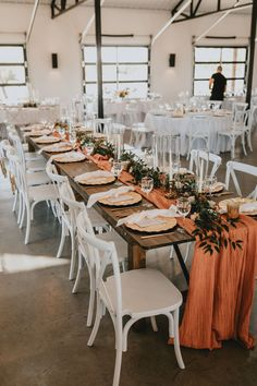 Wedding Unique, Luxe Wedding, Wedding Trends, Modern Wedding Ideas, Simple Elegant Wedding, Wedding Photos, Orange Wedding Themes, Burnt Orange Weddings, Wedding Colors