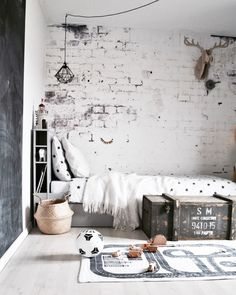 Rustic monochrome kid's room - great textures in the wall and textiles add character and cosyness Kids Bedroom, Bedroom Decor, Cool Kids Rooms, Ideas Hogar, Teenage Room, Kids Room Design, Dream Rooms, My New Room, Interiores Design