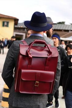 The 80 Best Street Style Looks from Pitti Uomo 89 Sharp Magazine Mode Man, Fashion Bags, Mens Fashion, Fashion Backpack, Moda Blog, Leather Projects, Leather Briefcase, Leather Accessories, Stylish Men