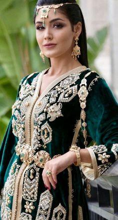Morrocan Kaftan, Moroccan Dress, Kaftan Style, Caftan Dress, Hijab Fashion, Fashion Outfits, Lace Tunic, Traditional Outfits, Frocks