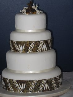 Wedding cake with tapa design on every other layer Beige Wedding, Dream Wedding, Island Cake, Traditional Wedding Cakes, Big Cakes, Love Cake, Cupcake Cookies, Themed Cakes, Butter Dish