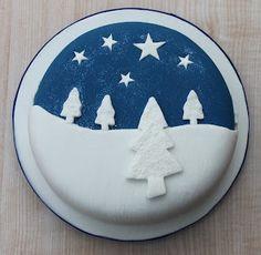 Christmas cake: snowy landscape against the night sky
