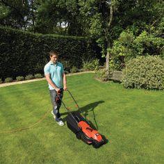 Korrëse bari 1200W. Përdoret për të prerë barin në kopshtin tuaj në lartësi të ndryshme duke filluar nga 20, 40, 60, 80 mm. Ka një motor të fuqishëm të shpejtë dhe efikas. Gjërësia prerëse prej 32 cm e bën atë shumë efikase për të prerë në sipërfaqe të medha. Ka një kosh grumbullues bari me kapacite 35 L dhe lehtësisht të shkarkueshëm. Shumë e lehtë në përdorim.