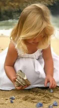 Danae, this reminds me so much of you as a little girls getting lost in looking for shells and rocks on the beach.She even has your beautiful fine, blonde hair and in a pretty dress. Little People, Little Ones, Little Girls, Cute Kids, Cute Babies, Baby Kids, Baby Boy, Precious Children, Beautiful Children