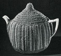 Crochet Teapot Cozy Pattern, Vintage What a delightful way to keep your tea warm. Thread Crochet, Crochet Crafts, Crochet Hooks, Crochet Ideas, Free Crochet, Vintage Crochet Patterns, Vintage Knitting, Teapot Crafts, Tea Cosy Pattern