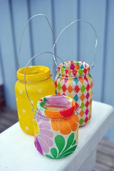Mason Jars to organize knick knacks Bottles And Jars, Glass Bottles, Crafts For Kids, Arts And Crafts, Diy Crafts, Chalk Paint Mason Jars, Wrapping Paper Crafts, Holiday Themes, Mason Jar Crafts