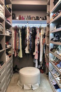 pretty modern closet ideas that every women will love 41 Walk In Closet Design, Bedroom Closet Design, Home Room Design, Master Bedroom Closet, Room Ideas Bedroom, Closet Designs, Bedroom Wall, Grey Bedroom Decor, Bedroom Rugs