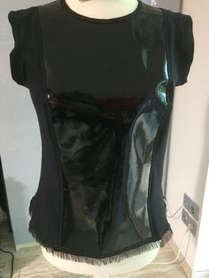 Top made from leather and t-shirt-fabric