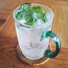 自家製ミントソーダ草野啓利さんのグラス #ミント#グラス#草野啓利 #ミントソーダ#100パーセントプロジェクト#100percentproject Mint soda and a beautiful glass!  #glass #mint #artcraft #japan #green