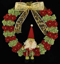 natal guirlanda flor de fuxico papai noel laço dourado com estrelas Márcia