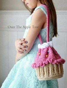 Bolsos au crochet – Diy Baby – Tricot et crochet Crochet Diy, Cupcake Crochet, Beau Crochet, Crochet Doily Rug, Pull Crochet, Crochet Shell Stitch, Crochet Girls, Crochet For Kids, Crochet Winter